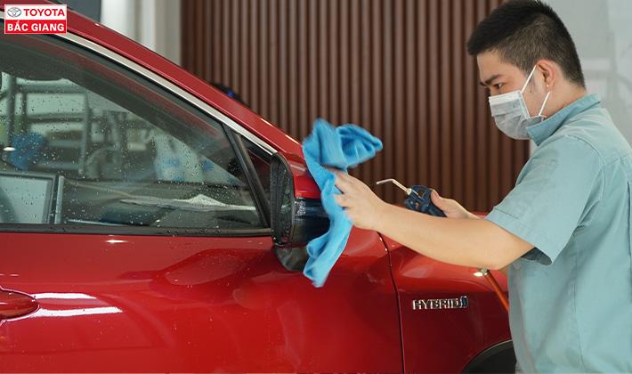 Đánh bóng vệ sinh vỏ xe oto 4