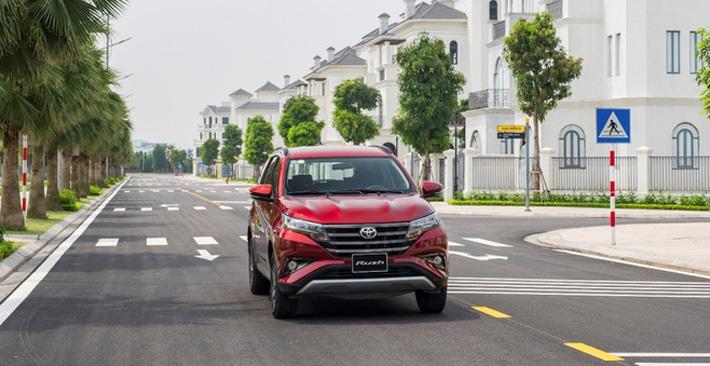 Toyota Rush 2021 nâng cấp hệ thống giải trí, tặng bảo hiểm 8,7 triệu
